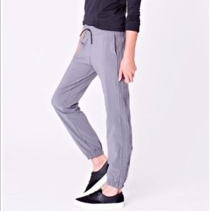 Ivivva Lulu perfect your skills jogger pants 12